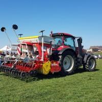 pokaz sprzętu rolniczego na dniach kukurydzy